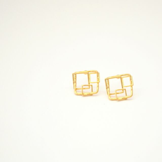 Square Motif Pierce (gold)