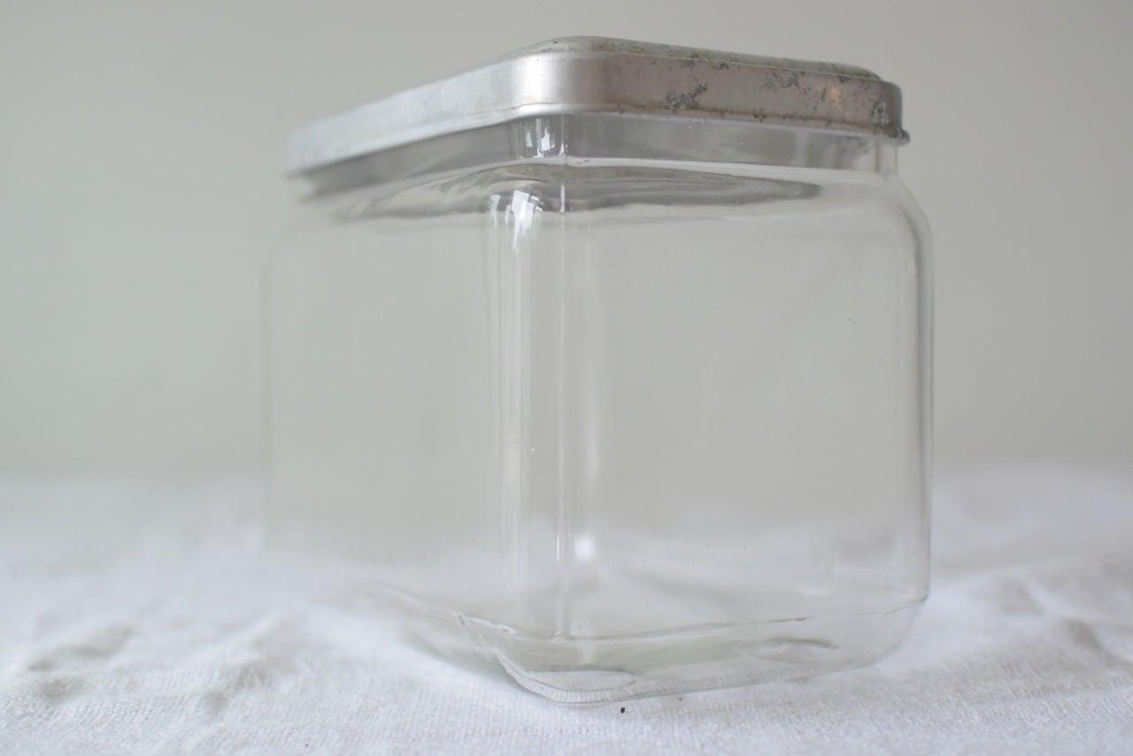 珍しい形のガラス瓶 スプーン付き