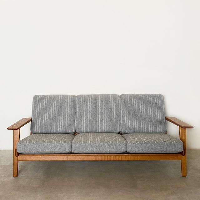 GE290 3 seater sofa by Hans J Wegner / CH011