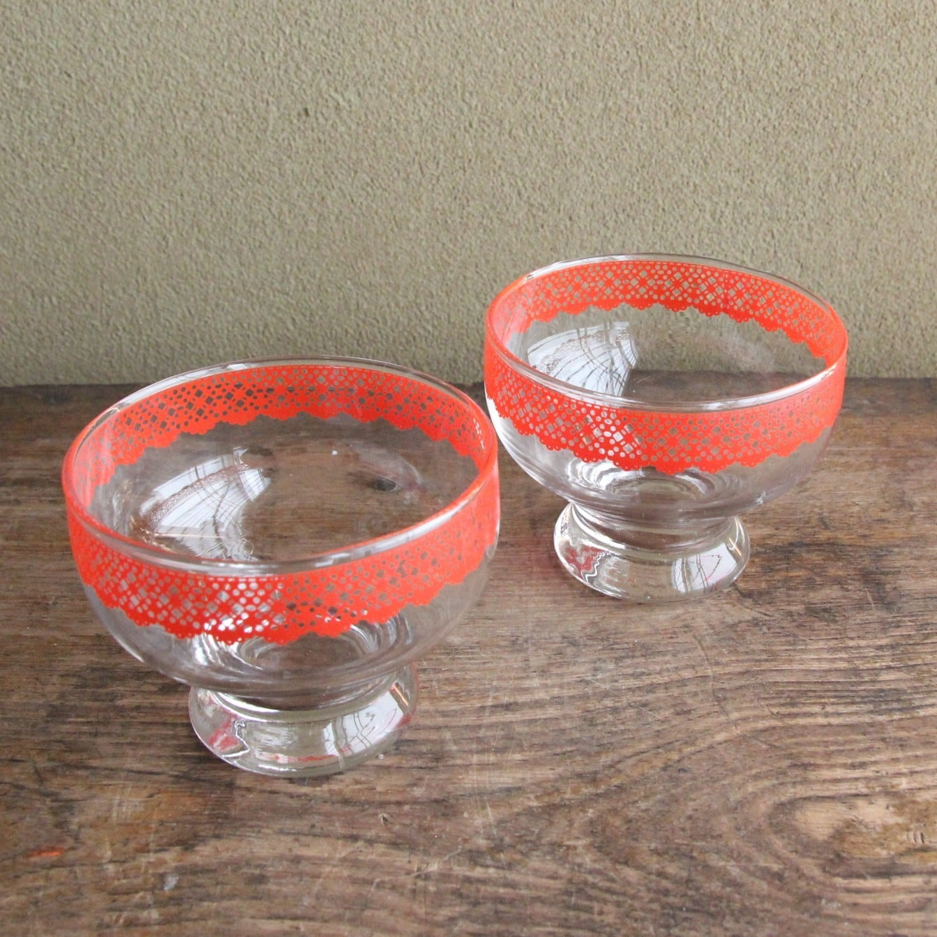 ペア レース柄のレトロなデザートグラス