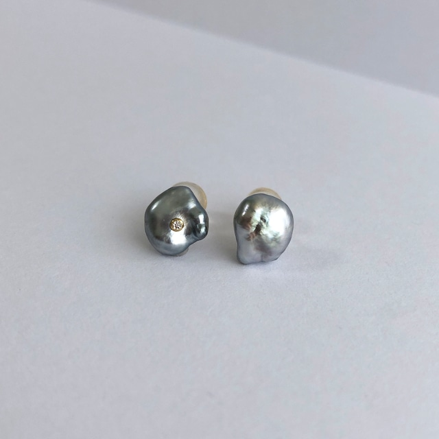 Grey Keshi Pearls Pierces with a Diamond / K18YG・Pair