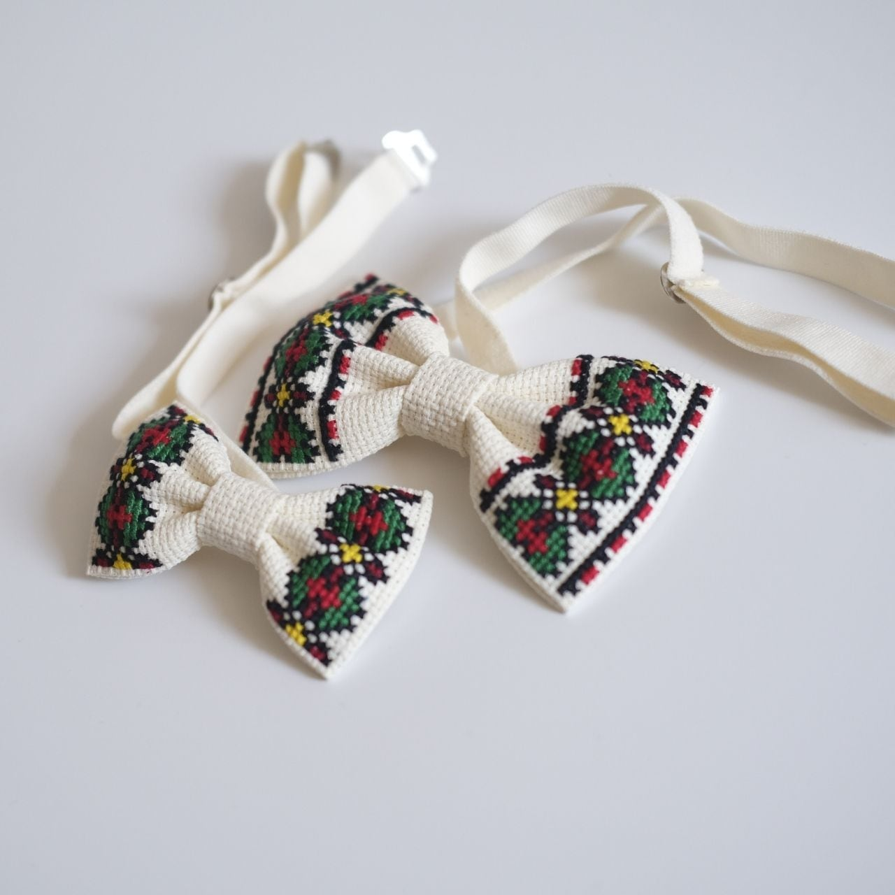 刺繍の親子蝶ネクタイ【アイボリー】
