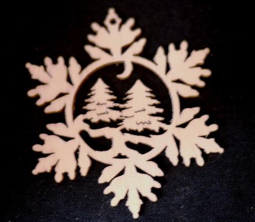 Fretwork 雪の結晶 森  透かし彫り細工のオーナメント クリスマスマルクト Laubsäge-arbeit