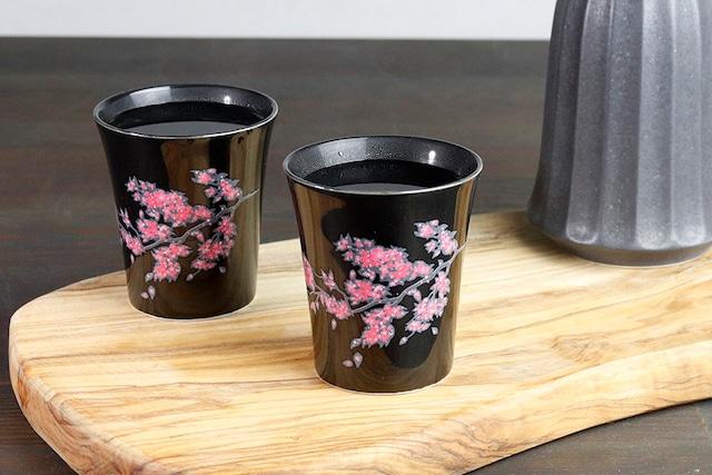 【SP3J52-27】『温度で変化する酒器』『黒(小)温感カップ』『桜』 *桜 黒 酒器 ユニーク 浮かび上がる絵 温感 ギフト 温度で変化 綺麗 キレイ かわいい