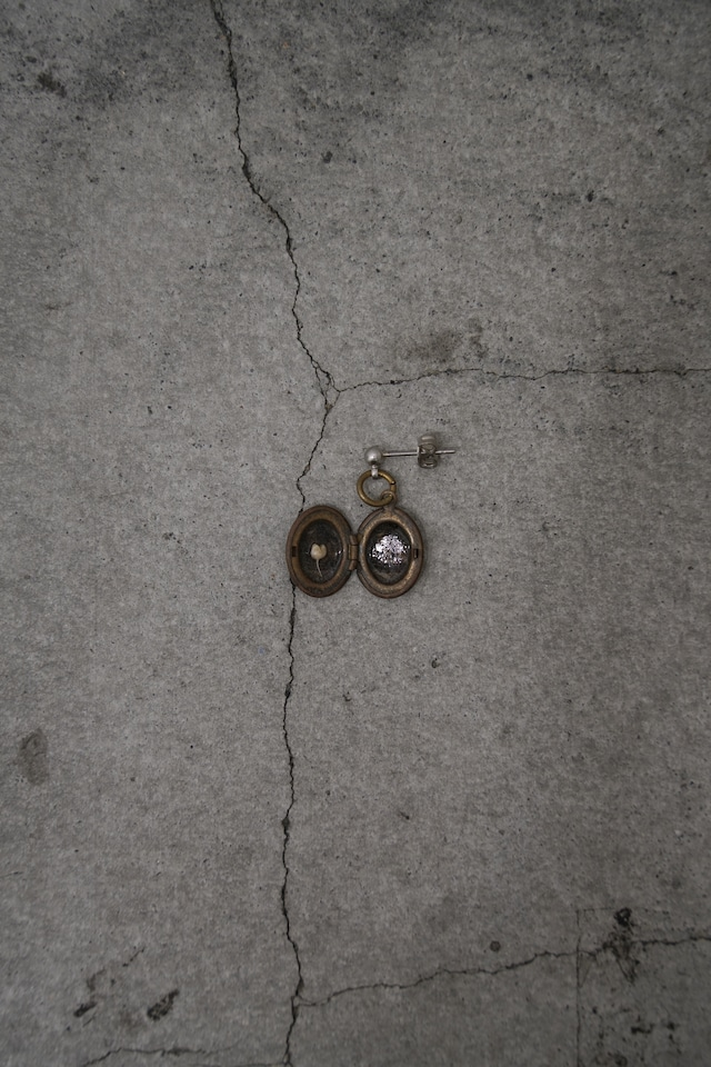 """Addiction  vintage parts pierce  initial """"D"""" Flower"""