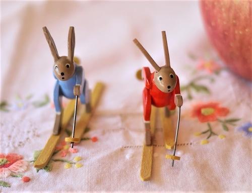 エルツ人形 スキーを楽しむウサギ 2p組 ミニチュアうさぎ 木製工芸人形  ドイツザイフェン