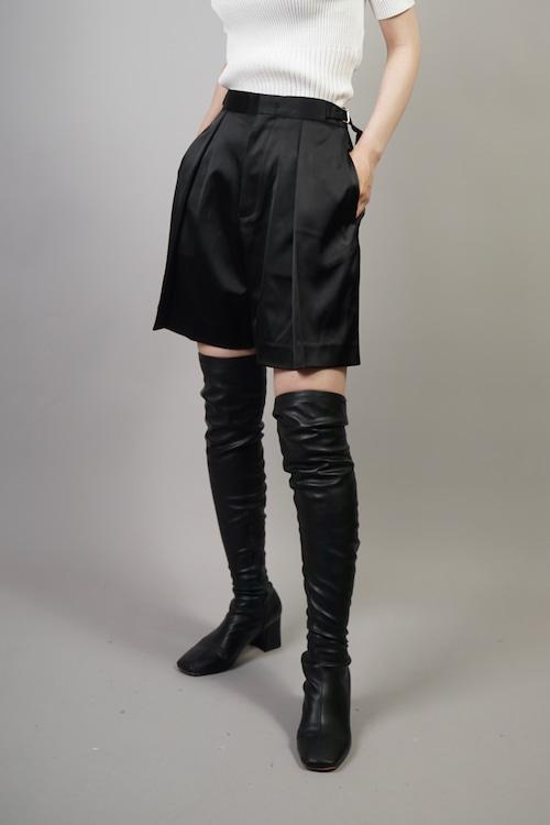 SATIN TUCK SHORT PANTS  (BLACK) 2107-93-4