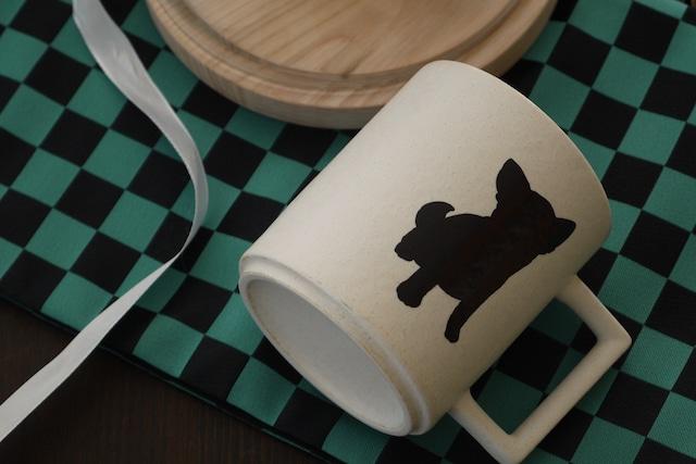 『温感マグ』『チワワ』 『チタン白マット』 *温度をデザインに カワイイ 犬好き マグカップ 贈り物 プレゼント
