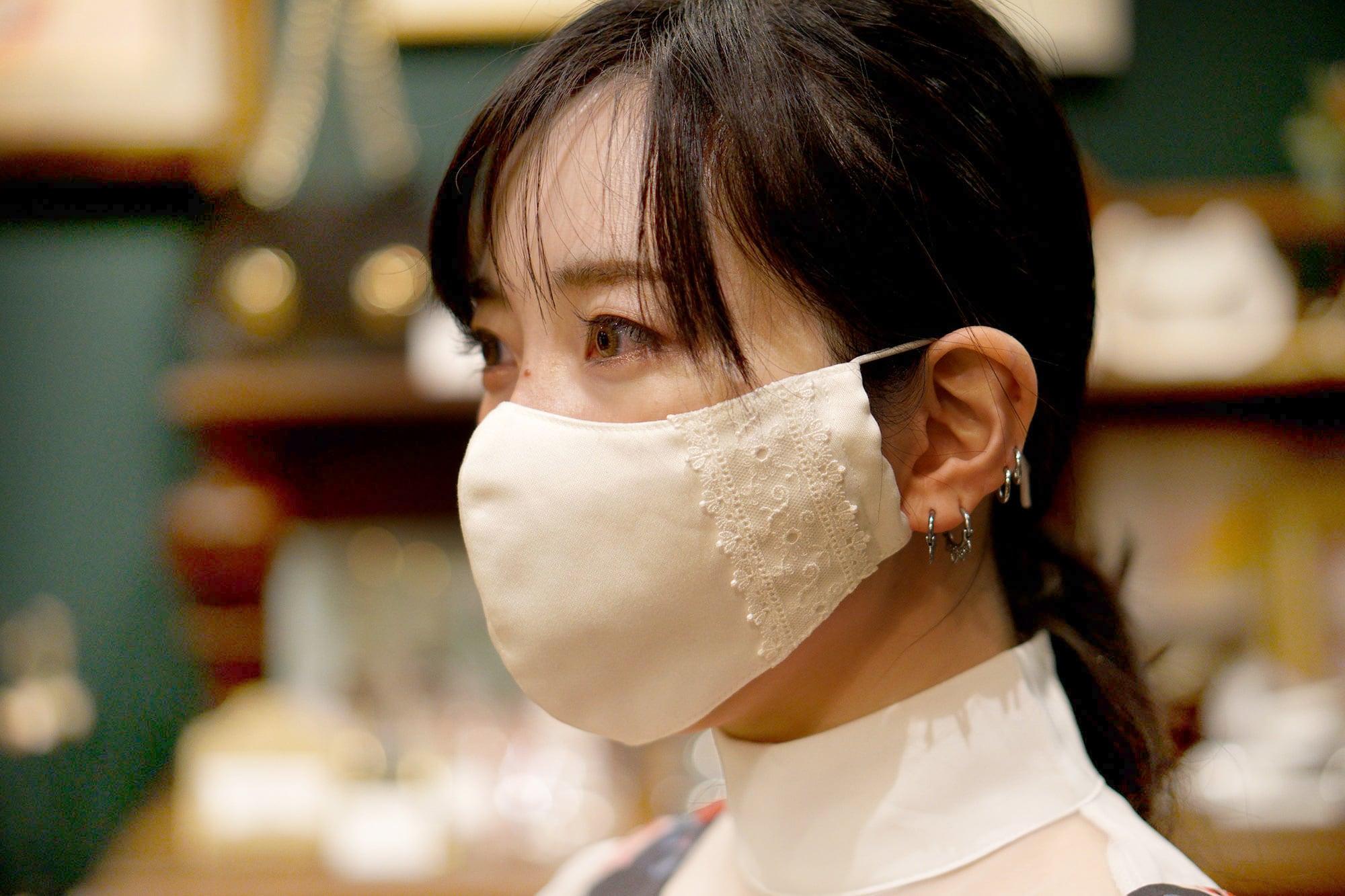 【セール】オフィスカジュアルのためのレース付き布マスク・ロングタイプ/オフホワイト