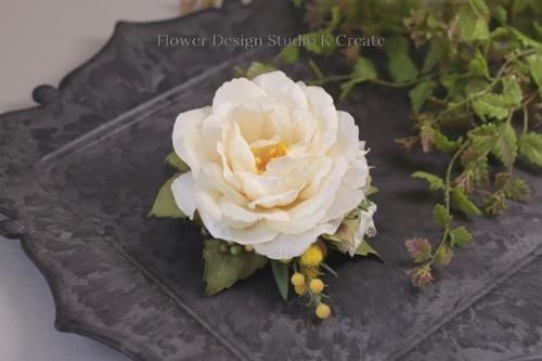 エクリュな薔薇とコスモスのコサージュ(ヘッドドレス可) 卒業式 入学式 卒園式 入園式 フォーマル 謝恩会 ママコーデ コサージュ