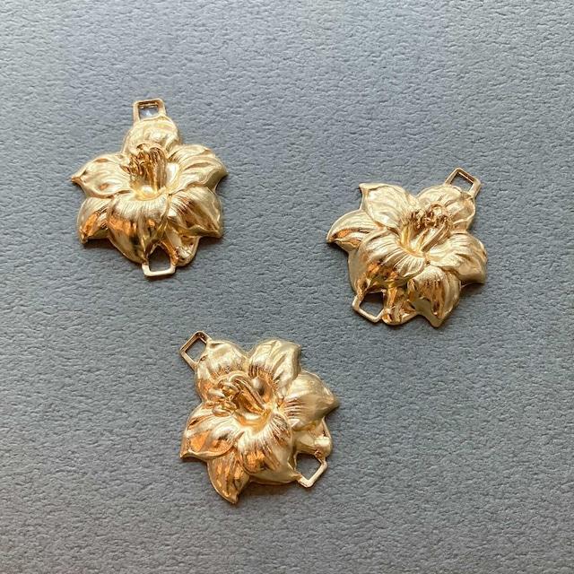 USA真鍮両カン立体お花チャーム