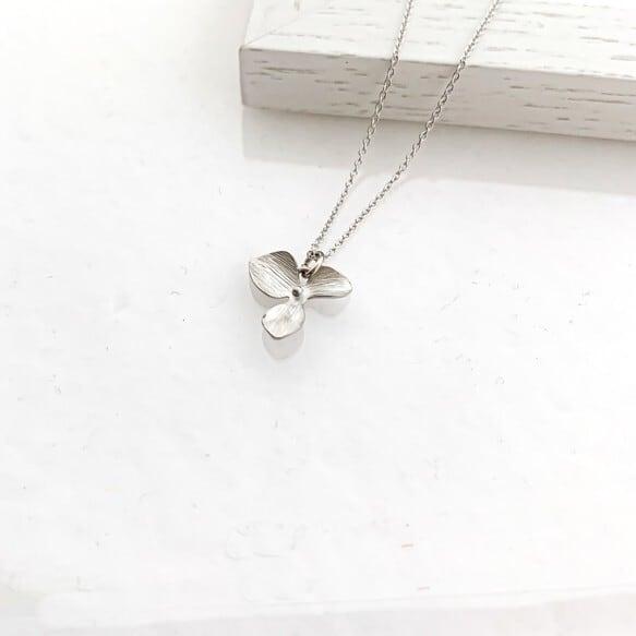 Matt silver flower Necklace