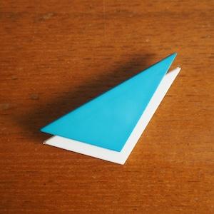 1970年代のヴィンテージブローチ 青と白の三角