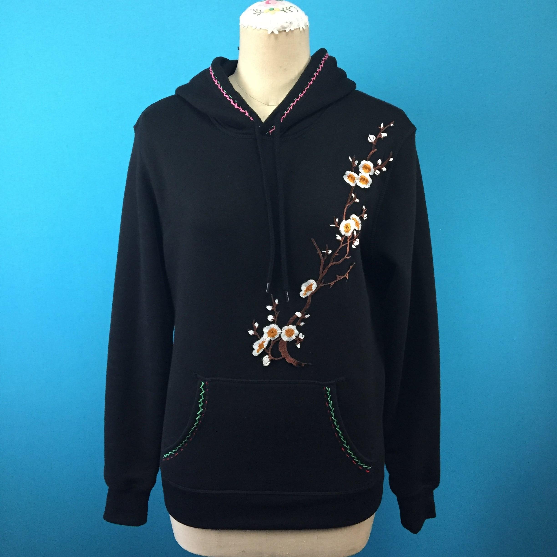 シノワズリ刺繍の黒パーカ