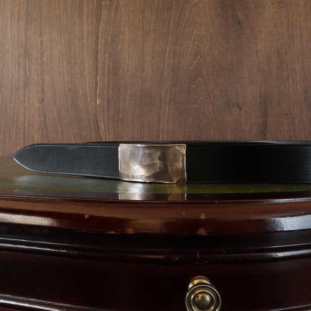 RECTANGULAR BUCKLE BELT ハンマーワークのバックルベルト ブライドルレザー一枚革ベルト