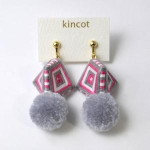kincot 糸巻きポンポンイヤリング(グレー)