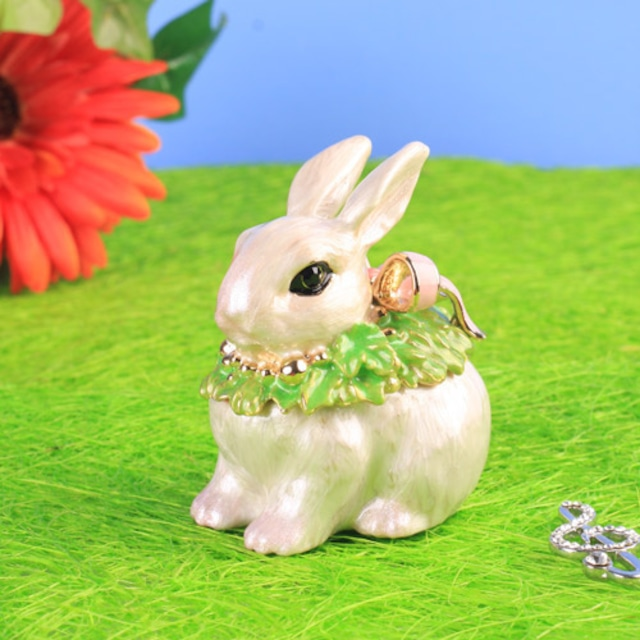 小さな宝石箱 マフラーウサギ