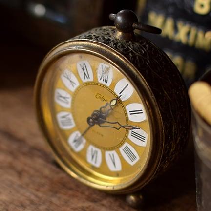 旧西ドイツ製 ゴールドカラーのアラーム時計