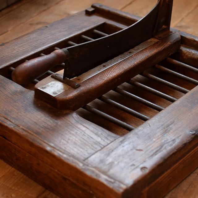 フランス 木製パン切り台 カッティングボード