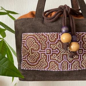 泥染めバッグ 刺繍茶巾着ふた 薄紫刺繍草木染め アマゾンシピボ族の刺繍 AAA