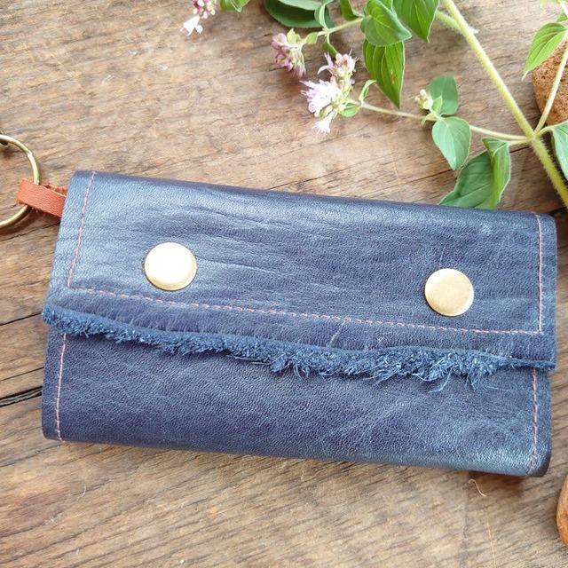 【KA-wa nui】シンプルな革のキーケース*紺色