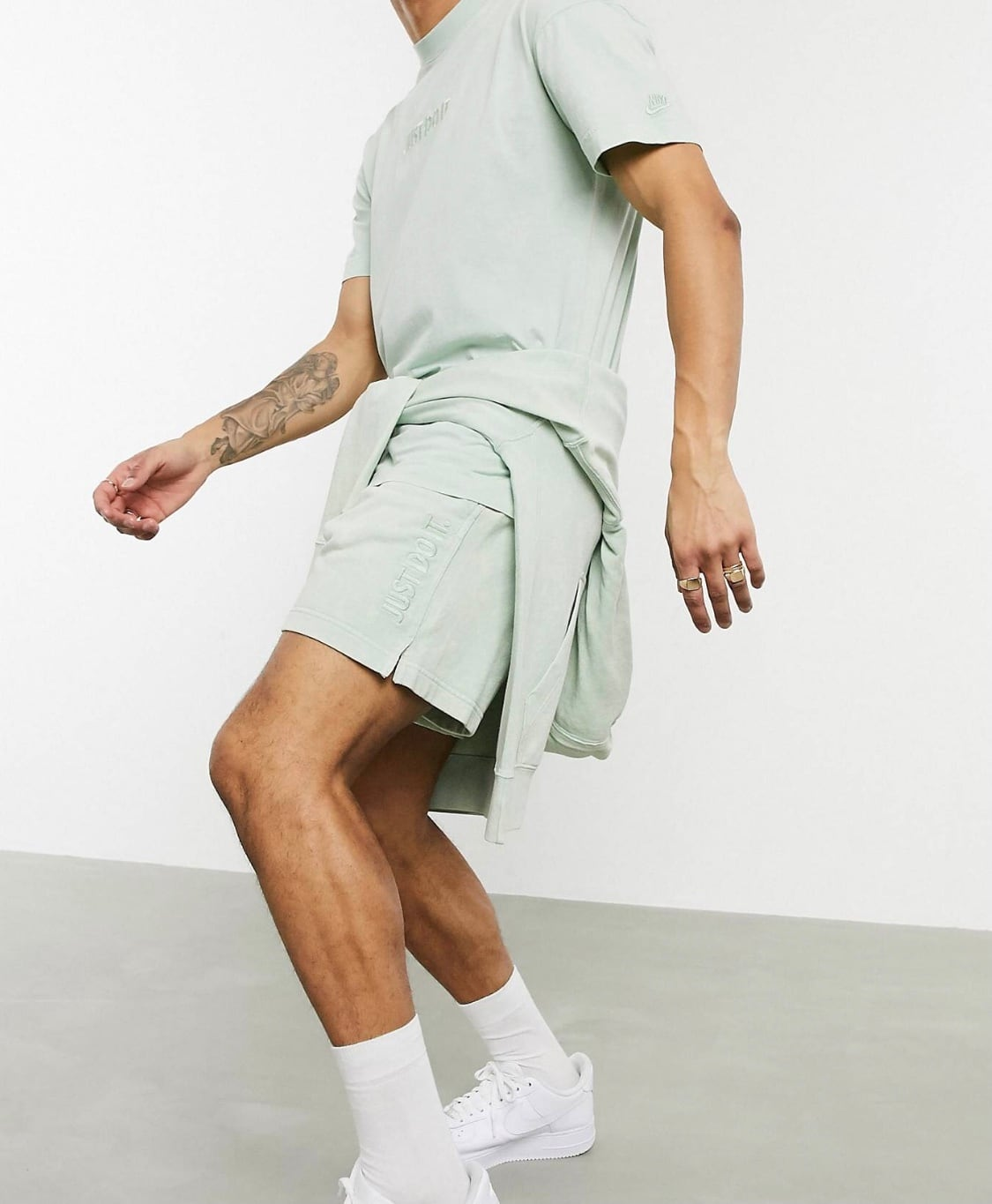 Nike Just Do It washed shorts / tidie green