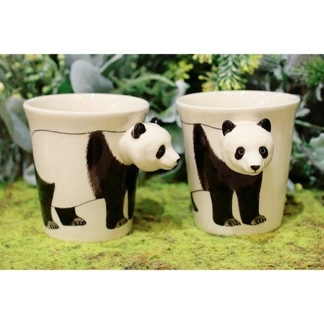 パンダのはみ出し顔のマグカップ(パンダ)【電子レンジ/食洗機対応】/浜松雑貨屋 C0pernicus
