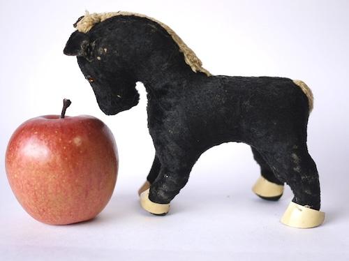 アンティーク UK 黒い馬のぬいぐるみ イギリス グラスアイ 木毛詰め
