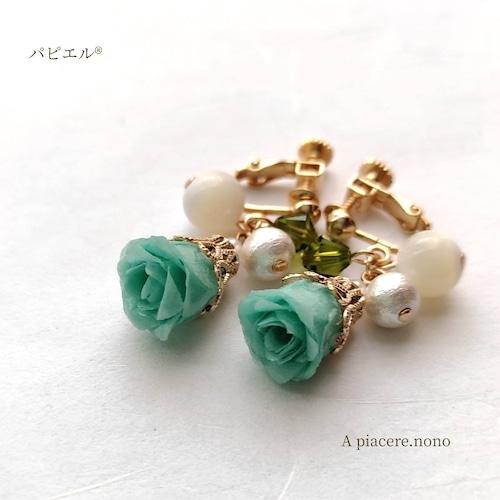バラのゆらゆらが可愛いイヤリング【グリーン】 バラ・グリーン・プレゼント・フォーマル・誕生日