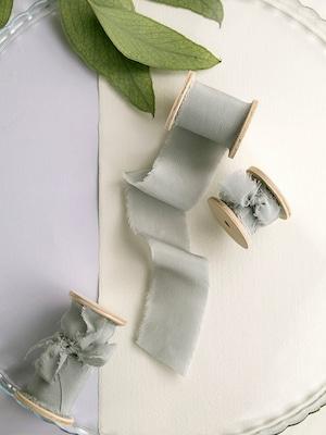 Silver sage Silk Ribbon(手染め手裂きタイプ) ■木製スプール付 シルクリボン シルバーセージ
