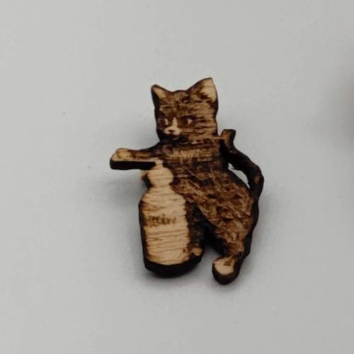 コーヒー豆を挽く猫ブローチ 小