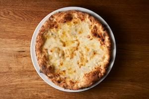 送料無料【PIZZA】女性に人気!クアトロフォルマッジョ3枚(モッツァレラチーズ・グラナパダーノ・ゴルゴンゾーラ・タレッジョ)【フライパンで温める冷凍ピッツァ 簡単ミールキット】