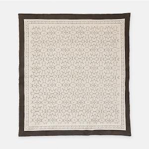 S022 小さいシミあり SHIPIBO TEXTILES シピボ族の泥染めの布 白 1550×1400mm
