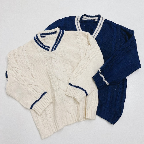 ME6306 V School Line Knit