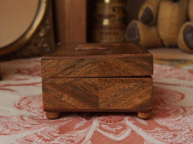 イギリスアンティーク テリアの木製小箱