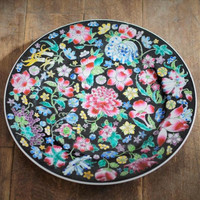『黒花の丸皿23センチ』景徳鎮