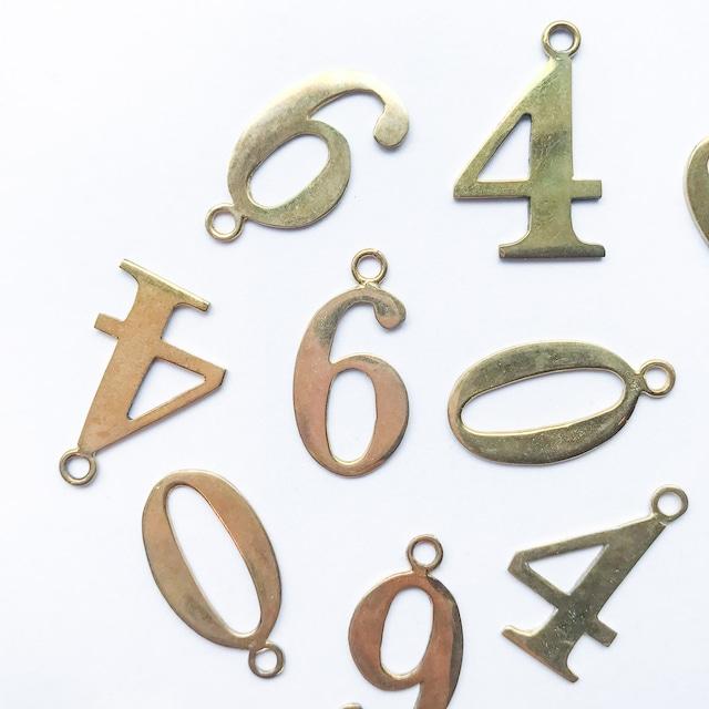 真鍮数字プレートチャームL