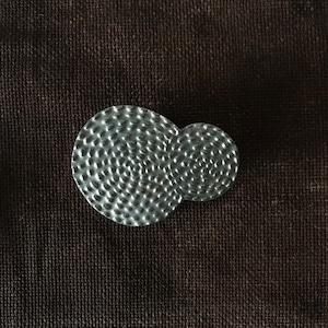 AKI KASARA /銀彩ブローチ