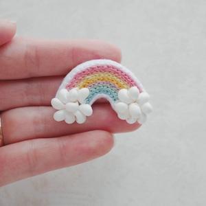 【手刺繍の虹のブローチ】秋空レインボー(1個)