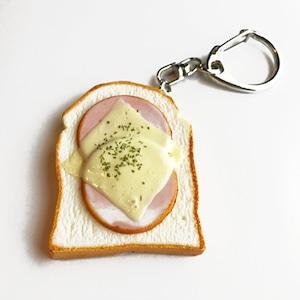 食パンのキーホルダー(ハムチーズ)