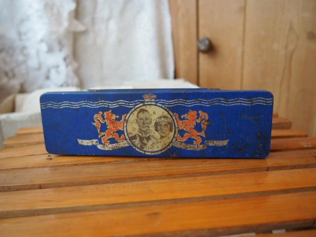 イギリスアンティーク コロネーションの缶