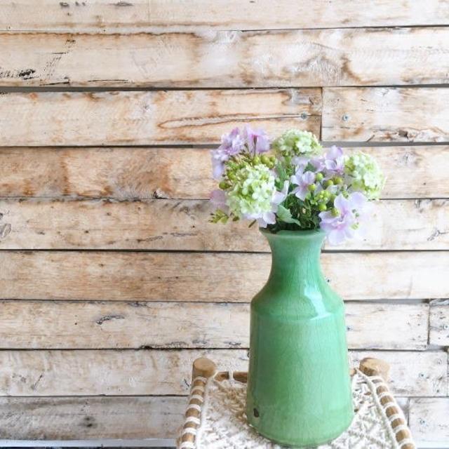 味わい深い陶器の花瓶 グリーン