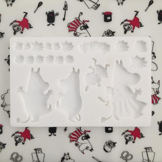 送料無料【ムーミン】シリコンモールド MOOMIN ホワイト 13cm×20cm アロマストーン レジン ハンドメイドアクセサリー