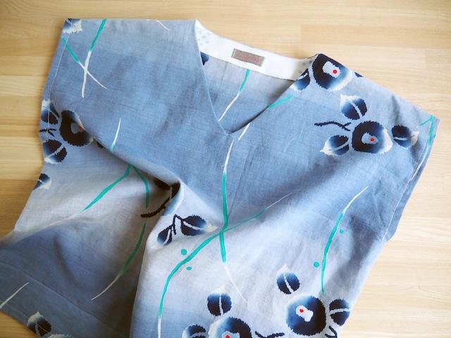 涼しい! ぼかしブルー花柄 Vネックフレンチ袖トップス レギュラーシルエット-浴衣から