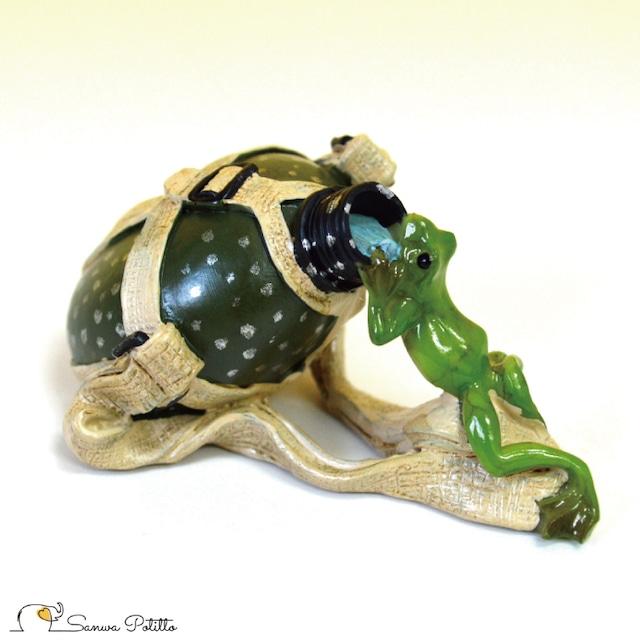 カエル レトロ アンティーク風 置物 カンティーン水筒 蛙 かえる アマガエル オブジェ プレゼント ギフト かわいい ミニチュア EV14876A 高さ約4cm