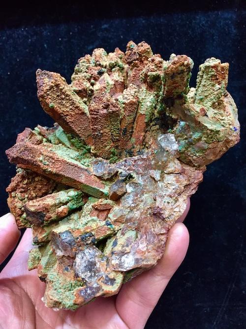 1) 共生鉱物・水晶クラスター