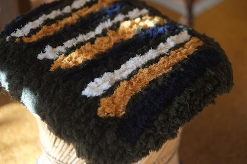 【佐藤さんのノッティング】(大)◆◆手織りの椅子敷き㉕b★★★NEW! ◆◆