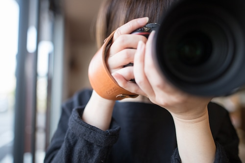 [男女]一眼レフ用/高級革シンプルタイプ レザーハンドストラップ/カメラストラップ/ハンドグリップ/キャメル/ブラック