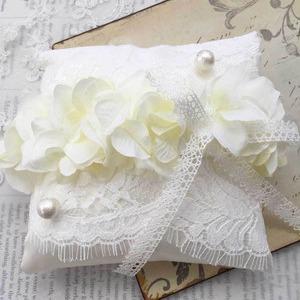 ドレスを纏ったリングピロー手作りキット(フランスリバーレース・イタリア製サテン・アーティフィシャルフラワー)