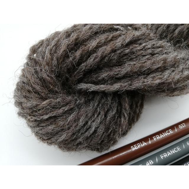 Rueca 紡ぎ糸 シェットランド羊100% ナチュラルカラー/グレー 双糸/紡毛糸/S撚り No.6 重さ:20g 長さ:39m